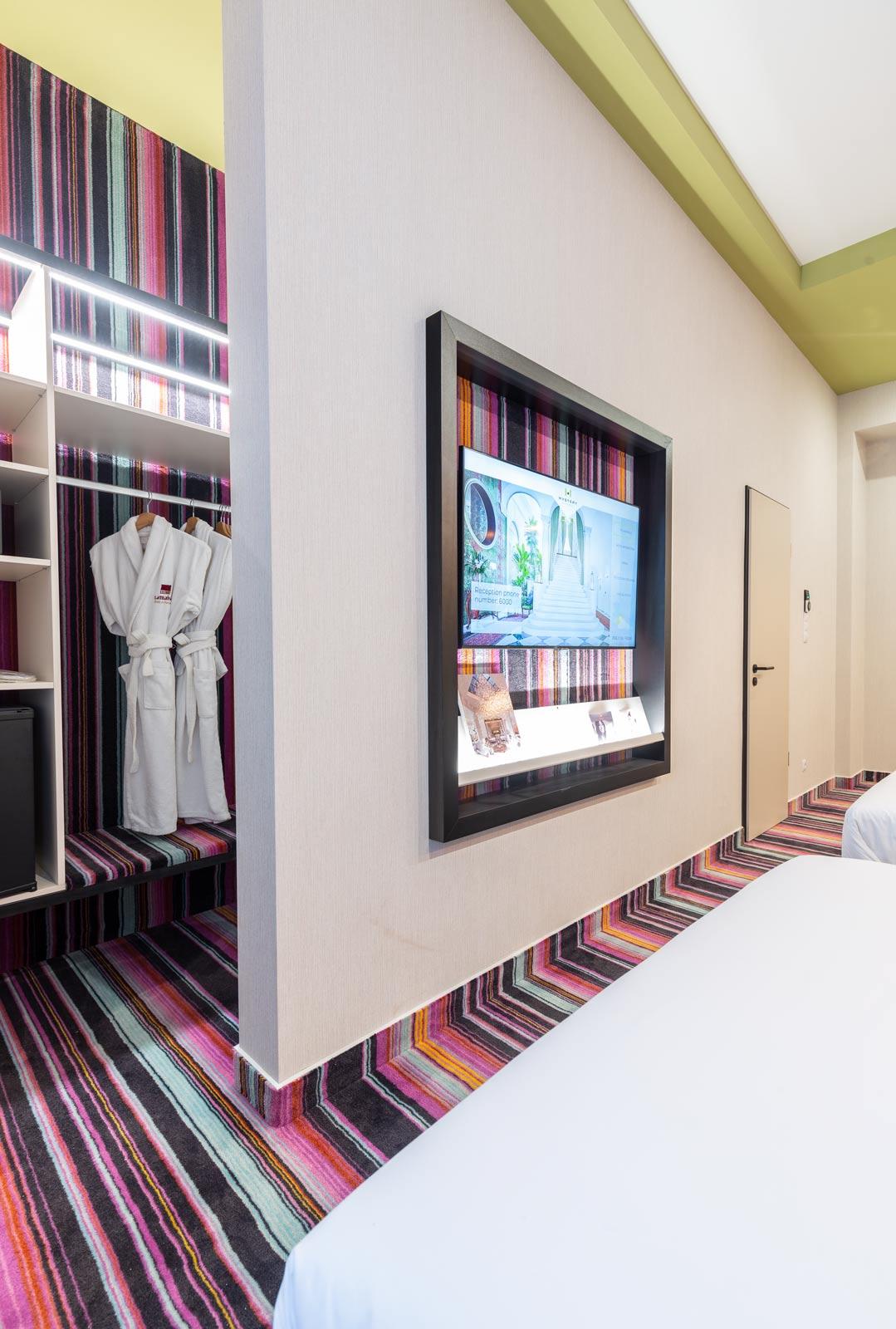 Mérleg utcai irodaház átalakítása szállodává-hálószoba