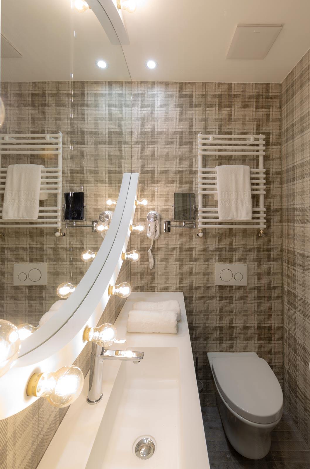 Mérleg utcai irodaház átalakítása szállodává-fürdőszoba