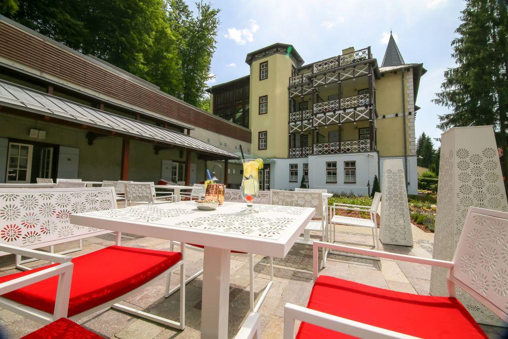 Az erdélyi Hotel Pacsirta**** új szárnyának generálkivitelezése