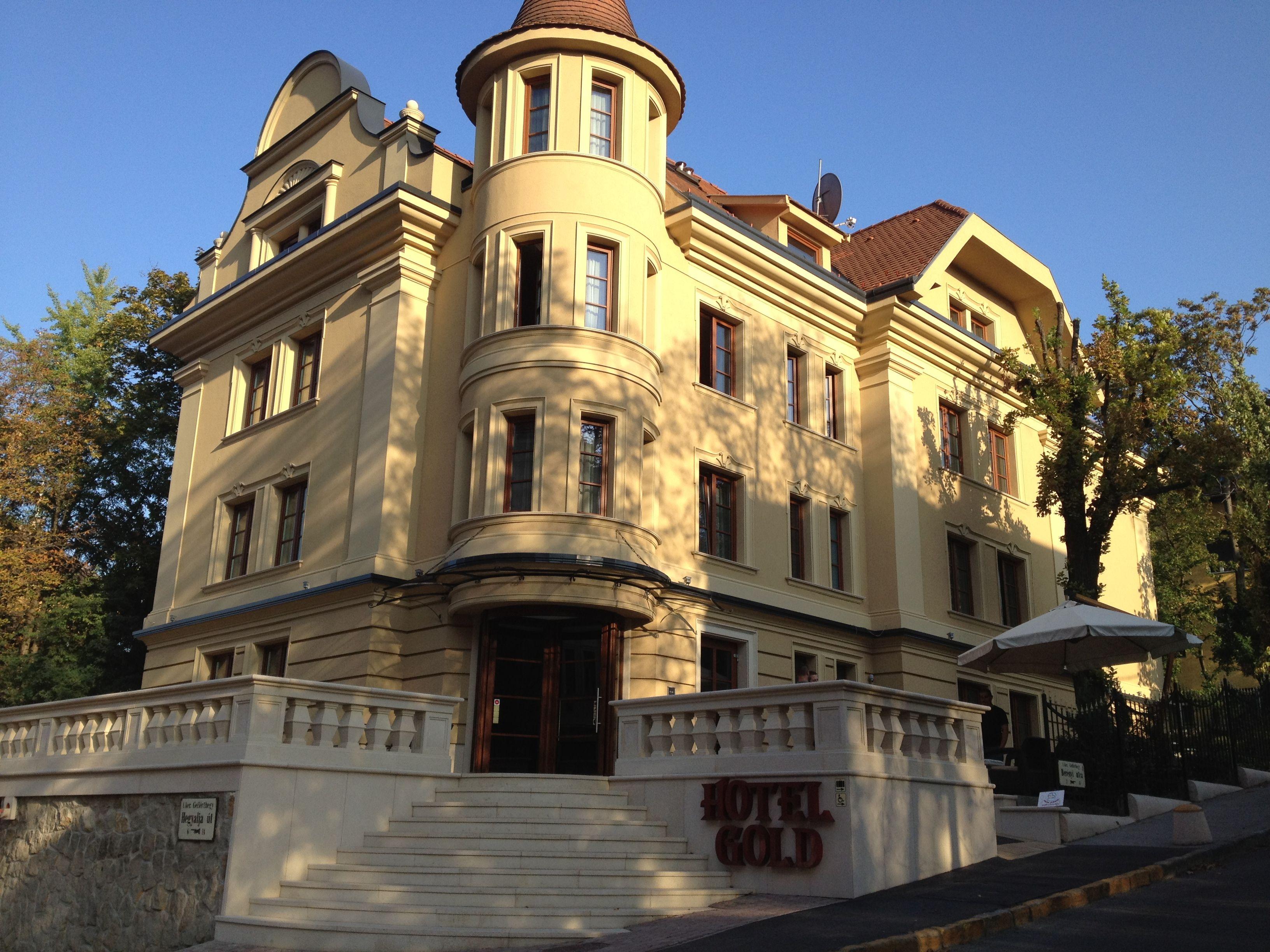 Hotel Gold épületének műemlék-jellegű homlokzat felújítása
