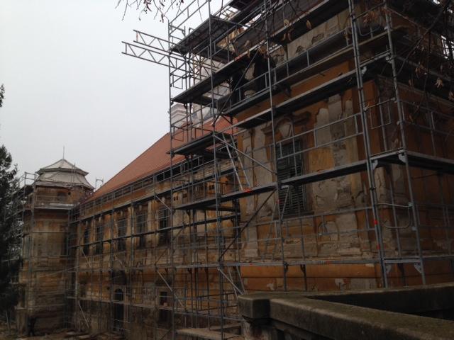 A műemléki kastély tetőidomainak felújítása