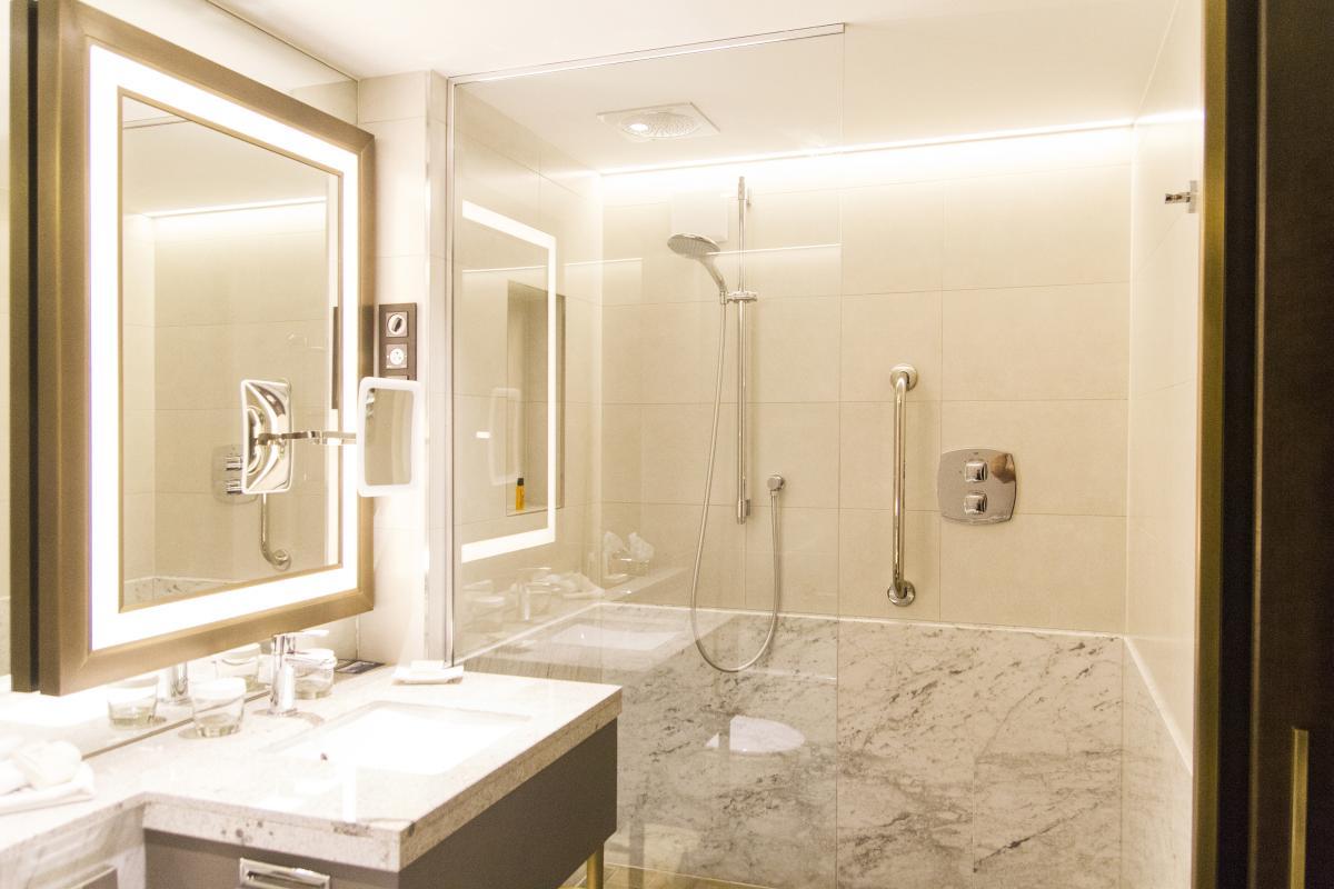 Hilton Budapest teljes északi szárnyának generál-felújítása-fürdőszoba