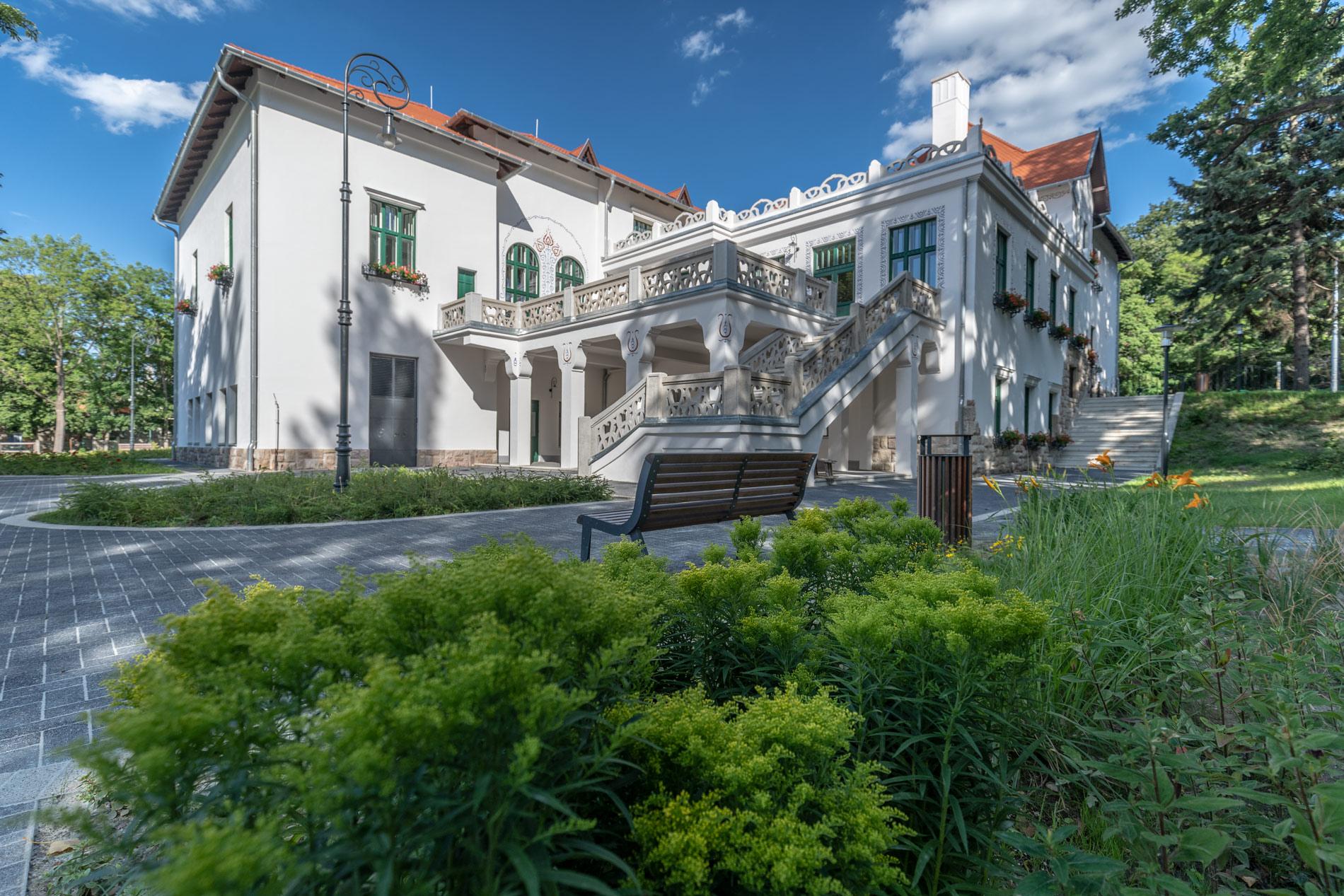 Tatabányai Tulipános Ház felújítása